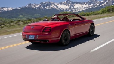 Bentley Continental Supersports Convertible rouge 3/4 arrière droit travelling