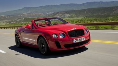Bentley Continental Supersports Convertible rouge 3/4 avant droit travelling penché