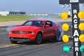 Ford Mustang GT rouge 3/4 avant gauche burn