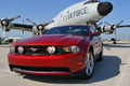 Ford Mustang GT rouge 3/4 avant gauche