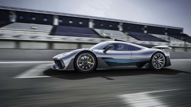 Mercedes AMG Project One gris profil travelling