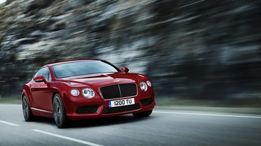 Bentley Continental GT V8 rouge 3/4 avant droit travelling penché