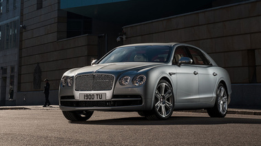 Bentley Flying Spur V8 - grise - 3/4 avant gauche