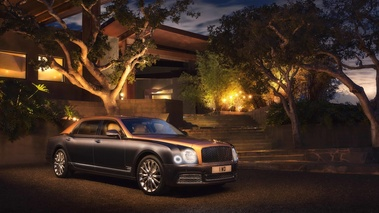 Bentley Mulsanne EWB marron/beige 3/4 avant droit