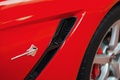 Chevrolet Corvette C7 Stingray rouge logo aile avant