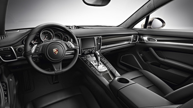 Porsche Panamera Turbo S Executive gris tableau de bord
