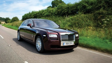 Rolls Royce Ghost EWB bordeaux 3/4 avant droit travelling
