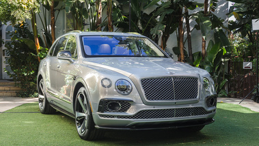 Bentley Bentayga First Edition - Beige - 3/4 avant droit